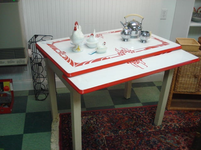 Charming Red And White Porcelain Top Table