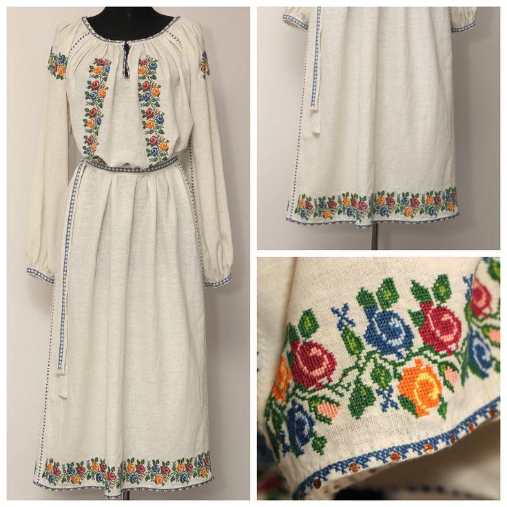 Rochie din pânză de in, ce reproduce motivul iei românești cu trandafiri. Este brodată manual cu fire mouline de cea mai buna calitate, îmbogățită la guler și poale cu fluturi (paiete) și completată în talie cu un cordon brodat manual. Poate fi realizată la comandă, la dimensiunile dorite.