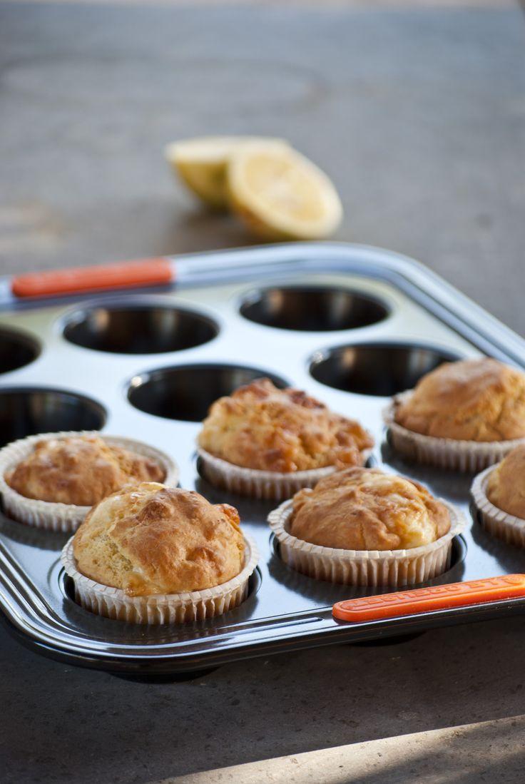"""Muffins al limone e pecorino - ricetta tratta dal blog di Claudia:""""http://www.monpetitbistrot.com/"""" - Stampo 12 muffin @LeCreusetItalia #food #muffin #limone #pecorino #lemon #salato #fingerfood"""