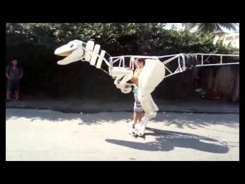 Amazing velociraptor costume  |   Artist:  Fábio Silva, Rio de Janeiro, Brazil  |  Likecool.com