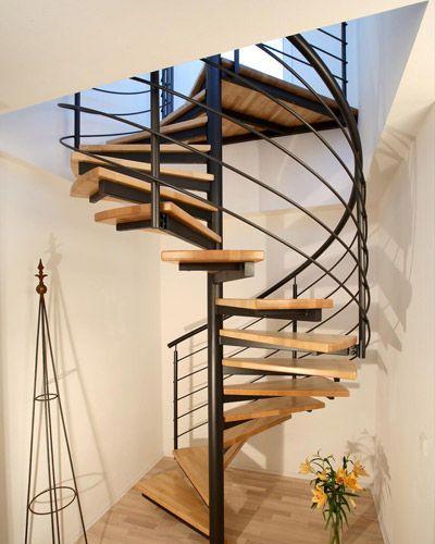 Escalera de caracol (estructura metálica y peldaños de madera) Kevala Stairs Limited