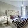 Sänggavel Thurman och sängbord Hardy, båda från italienska Meridiani, C Interior design. Sänglampa J...