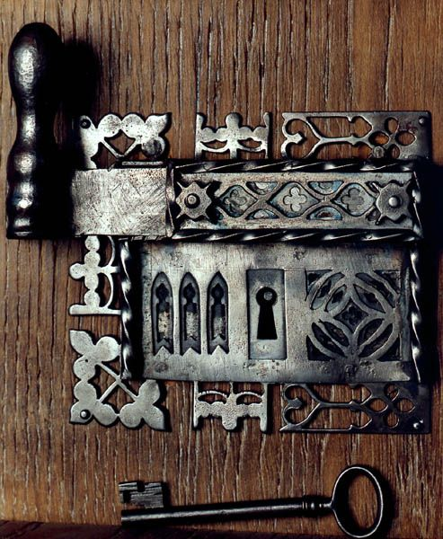lock  MO.The Lock gothical style, but the key looks later period, or replace