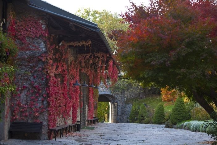La corte di Castel Ivano in autunno  Matrimonio ottobre Matrimonio al castello