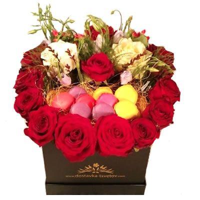 Цветы и макаруни в коробке с бесплатной доставкой в Москве http://www.dostavka-tsvetov.com/tsvet/sladkoyezhka