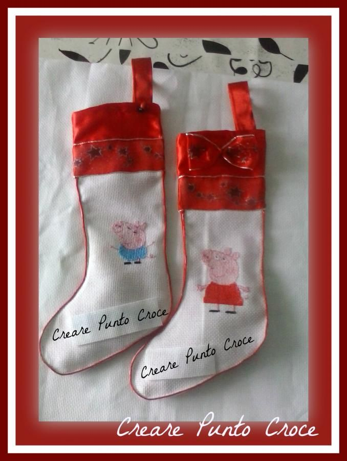 Calze della befana ricamate e confezionate interamente a mano ..http://crearepuntocroce.altervista.org/feste-e-occasioni-speciali/