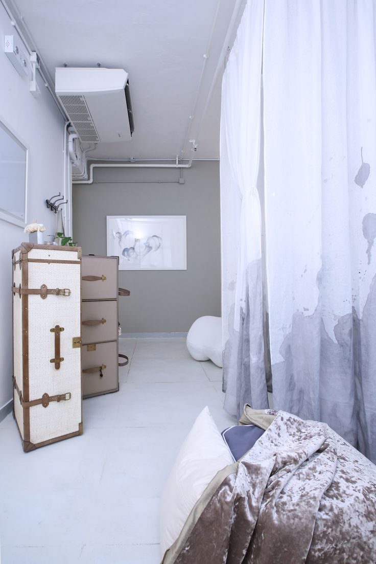 The steamer trunk for Karo Lifestyle  bedroom and my work in progress - the Zleep bed!