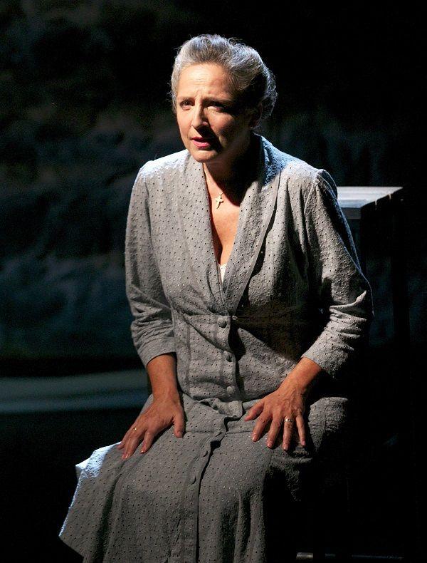 Catisart - «Η Νοσταλγός», με την Αριέττα Μουτούση, επιστρέφει στο θέατρο…