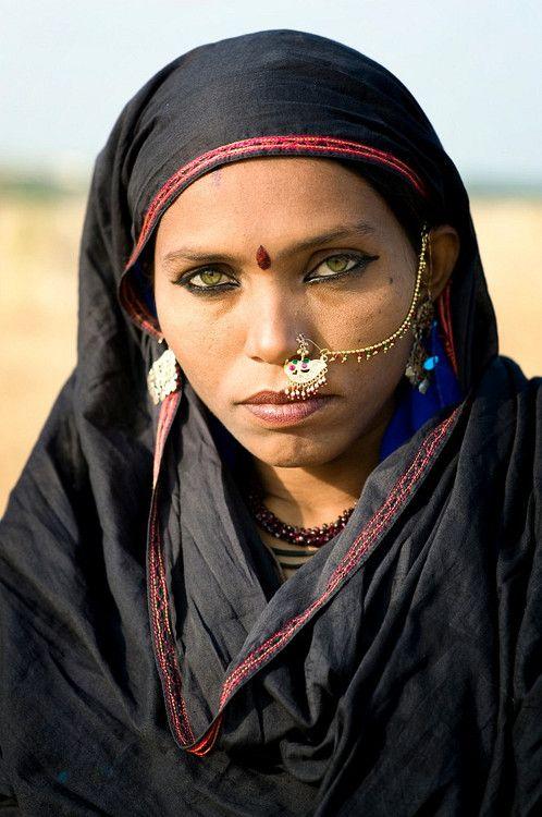 pakizah:  Pushkar, India Mirjam Letsch  Papu, a Bhopa woman from the Thar desert in Rajasthan, India #eyes #india