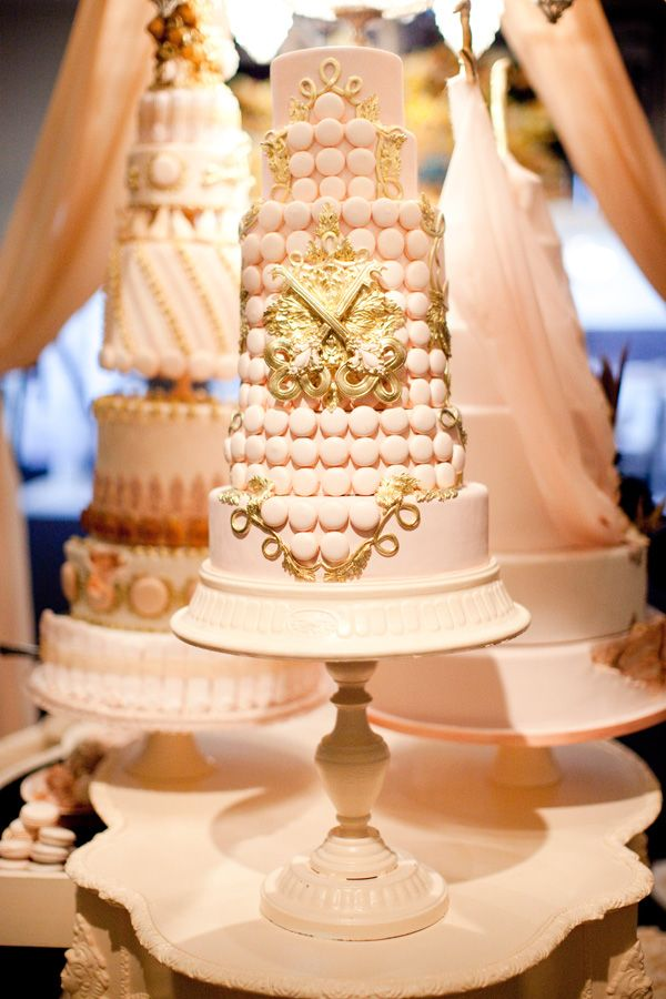 macaroons wedding cake 1000 ideas about macaroon wedding cakes on 16971