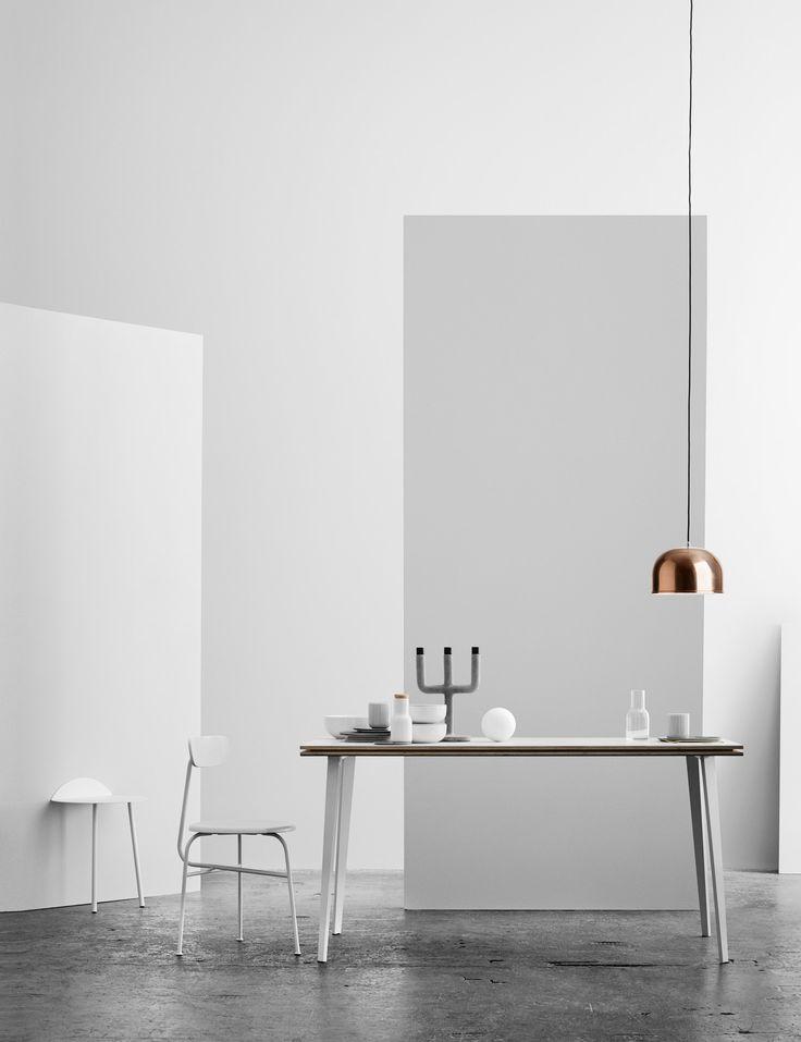 MINIMALISTYCZNA LAMPA MARKI MENU W KOLORZE MIEDZIANYM Ponadczasowa lampa marki Menu w kolorze miedzianym jest prosta w formie, subtelna i funkcjonalna. Wpisuje się w stylistykę wnętrz loftowych, skandynawskich, a także nowoczesnych.