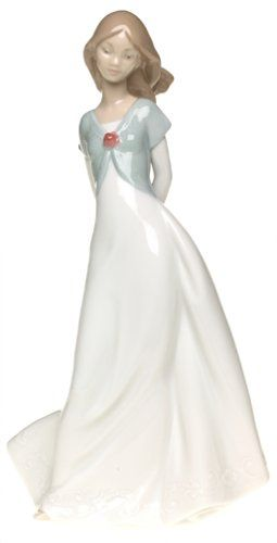 Nao by Lladro Porcelain Figurine: Truly In Love | http://www.cybermarket24.com/nao-truly-in-love-porcelain-figurine/