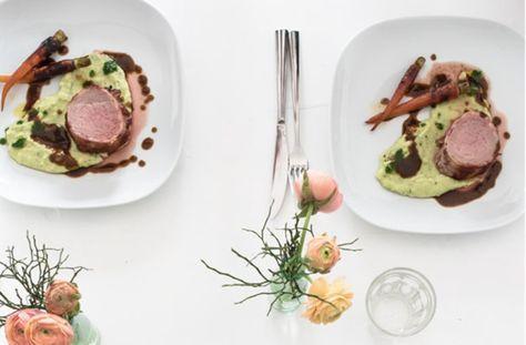 Kalbsfilet im Speckmantel mit Rotweinjus und Kartoffelselleriestampf © trickytine