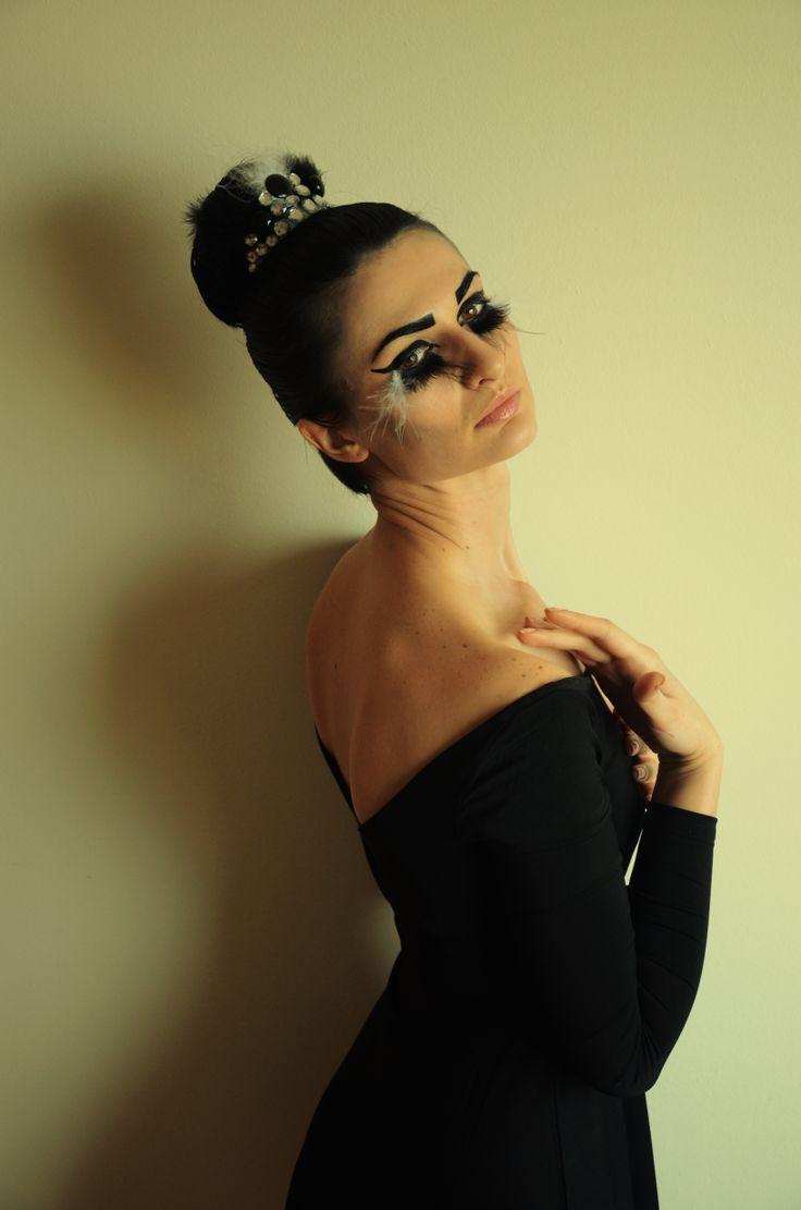 Black swan Make-up & hair: Alexandra Baietan Photography: Andreea Popa Model: Oana Iorgulescu https://www.facebook.com/oana.iorgulescu