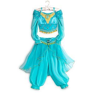 [Arabian nights]Like a magic carpet ride, her imagination will be whisked away as she dreams of being a Sultan's daughter in far-off lands. This detailed two-piece Jasmine costume features gold detailing, organza, crepe, and dazzling cameo.
