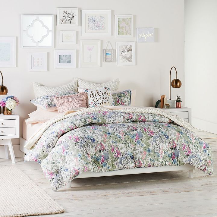 Lovely bedroom, perfect for a single girl's apartment or a guest bedroom. Light, bright & flowers make any space inviting. The comforter is GORGEOUS: LC Lauren Conrad Wildflower Comforter Set ... :):) xoxo
