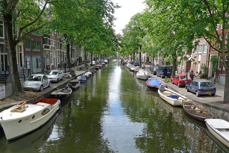 https://flic.kr/p/dCxxqp   the Netherlands - Amsterdam, Egelantiersgracht   Amsterdam - De Jordaan: Egelantiersgracht from the bridge of the Tweede Leliedwarsstraat.