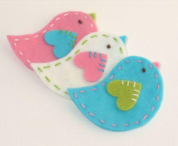 felt birds. Would be so cute as Christmas ornaments too.: