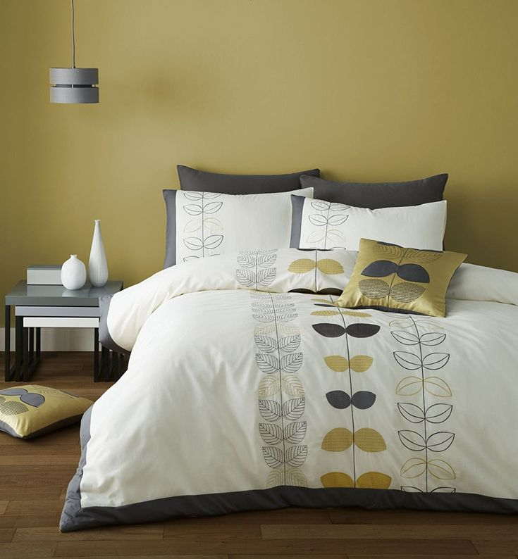 Bring a retro charm fell to your bedroom with this stylised embroidered leaf pattern I subtle tones of ochre and grey on a soft cream background. A retro stylised embroidery inspired by 1950's Scandinavian design. Beautifully embroidered onto easy care polycotton base.Catherine Lansfield is renowned for design and style - A timeless classic piece developed and designed in Great Britain.This Catherine Lansfield Embroidered Scandi Leaf Double contains a Double duvet cover (200cm x 200cm) with…
