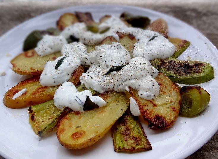 """Voici les légumes grillés sauce au yaourt que j'ai vus sur le super blog d'Hélène """"Keskonmangemaman?"""", une recette très simple mais au goût magnifique."""