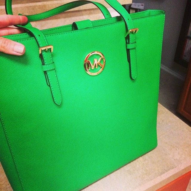 Michael kors outlet only $39.9,Press picture link get it immediately!not long time for cheapest,Get Michael kors Bags right now!