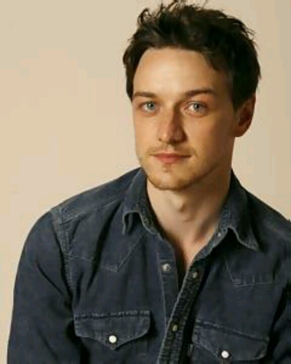 James McAvoy. Another celeb crush since the first Narnia movie. For obvious reasons. ;) Was really won over by him in Penelope, he's just adorable in that movie!
