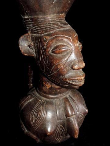 (HA033) MANGBETU - Jarre cérémonielle antropomorphe. Les Mangbetu