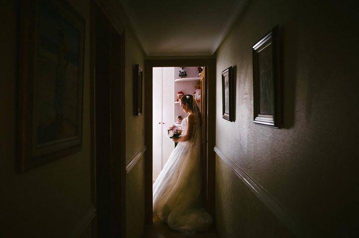 Esperarando para salir a tu boda... Waiting to go to your wedding... #boda #wedding #zaragoza #spain #davidyloreto #fotografiadeboda #weddingphotography #novia http://davidyloreto.com