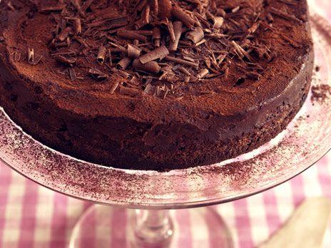 Chokladmoussetårta med smak av kaffe. En riktigt lyxig chokladtårta för den som är tokig i choklad! Recept från Le Parfait.