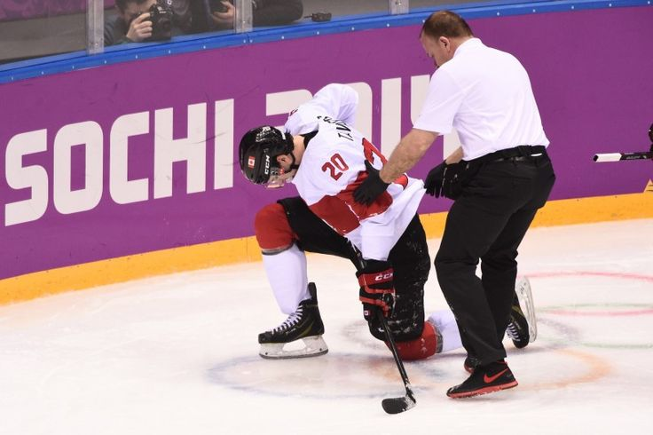 John Tavares' Injury Adds Fuel to Olympic Debate - http://thehockeywriters.com/john-tavares-injury-adds-fuel-to-olympic-debate/
