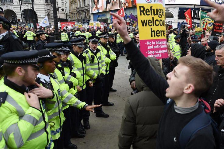 A kivezényelt rendőrökkel csaptak össze a migránsokat védő tüntetők London belvárosában http://111hir.blogspot.ro/2016/03/a-kivezenyelt-rendorokkel-csaptak-ossze.html
