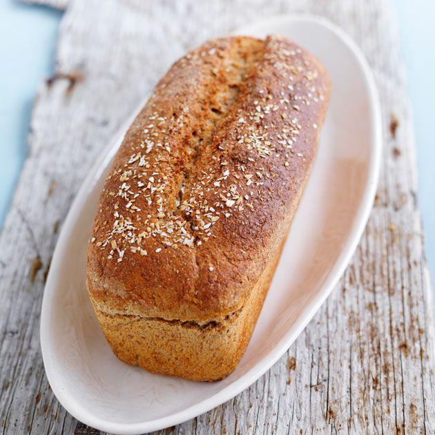 Prøv et skikkelig saftig brød med gulrot og eplesaft som skal serveres nybakt med smør og kanel eller kremost. Dette blir garantert en favoritt på bordet!