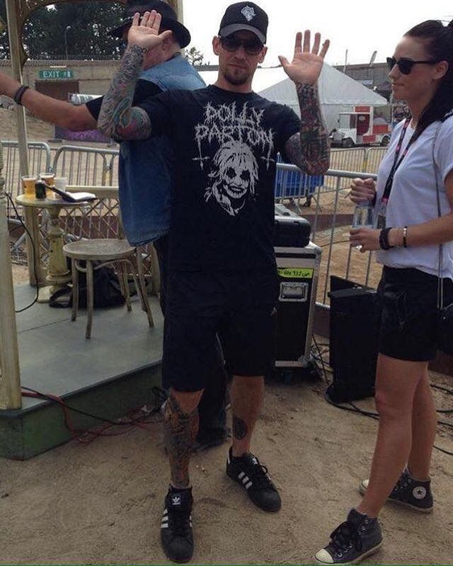 'Bitch, i'm fabulous'  And i think the woman in this pic is his girlfriend lol  #michaelpoulsen #volbeat