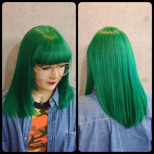 WEBSTA @ routy_salon - 緑です。ただそれだけ。ウィッグ感ハンパないですが地毛です。自然に触発された不自然ということで。#ヘアカラー#マニパニ#派手髪#仙台#routy#manicpanic#japanuse #greenenvy #enchantedforest #ネオ森ガール#というか植物ガール#春すっとばして新緑なのか