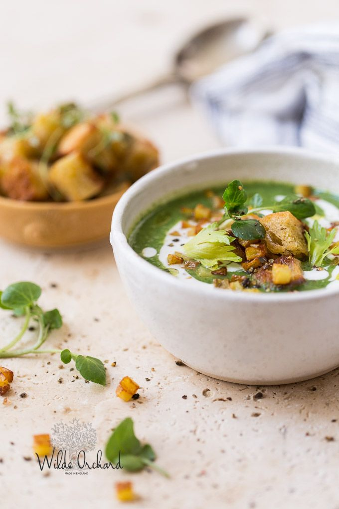 15 Minute Vegan Watercress Soup. | This peppery and flavourful vegan soup is made rich and creamy and effortlessly comes together in 15 minutes
