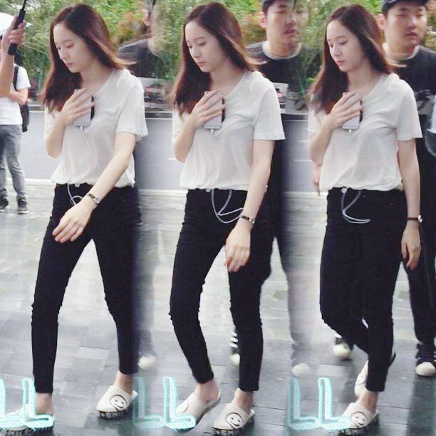 "~ [160530] #Krystal ""Graduation Season"" filming  ~ Its raining today☔ ©…"