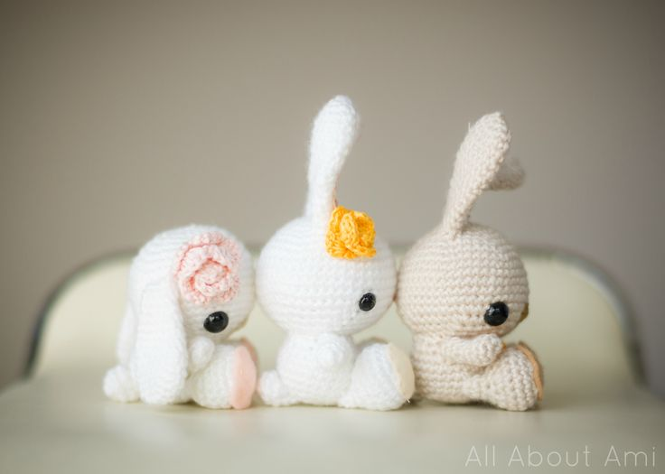 "FREE crochet pattern for these adorable ""Spring Bunnies""! Make them with floppy ears, ears sticking straight up, and dress them up with flowers or carrots as accessories!"