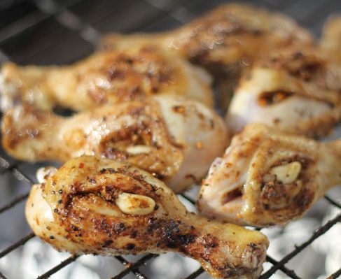 Jan Braai's garlic and peri peri chicken drumsticks http://www.eatout.co.za/recipe/jan-braais-garlic-and-peri-peri-chicken-drumsticks/