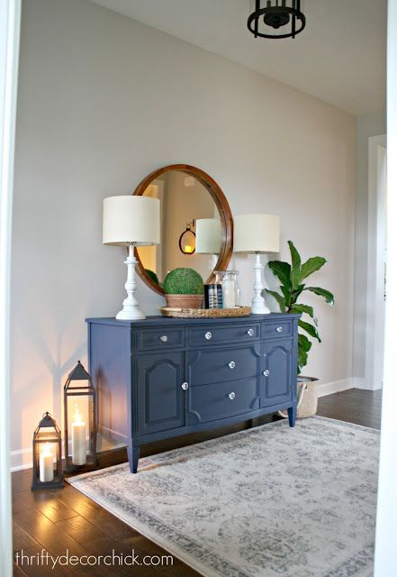 Decorating your foyer to make a welcoming entrance to your home. From Thrifty Decor Chick
