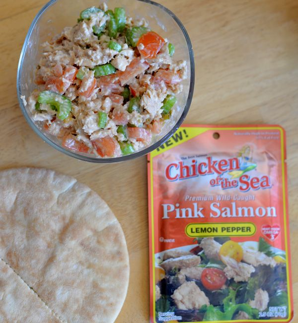 Check out these simple lunch solutions from Our Ordinary Life. This versatile jalapeño and lemon pepper #salmon recipe is perfect for a snack or a quick & easy lunch. Either way it's sure to become a new favorite! #PinkUpYourLunch #ChickenoftheSea