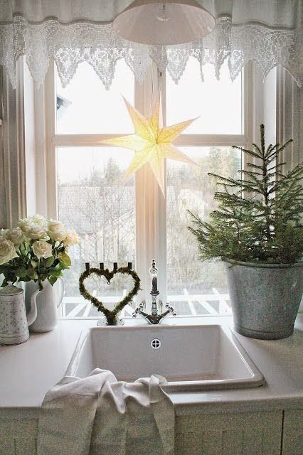 White & Natural Elements - Christmas decorating trends for 2014