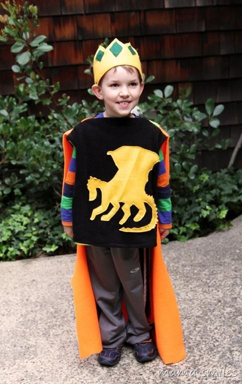 Adorable and easy DIY King/knight costume to sew for kids.