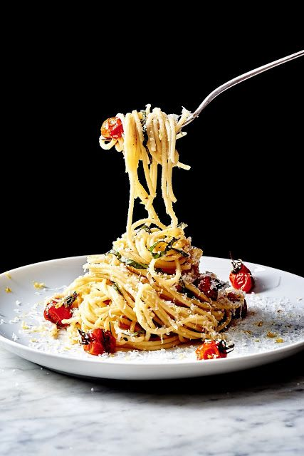 """hoardingrecipes: """" Spaghetti con Limone with Blistered Cherry Tomatoes """""""