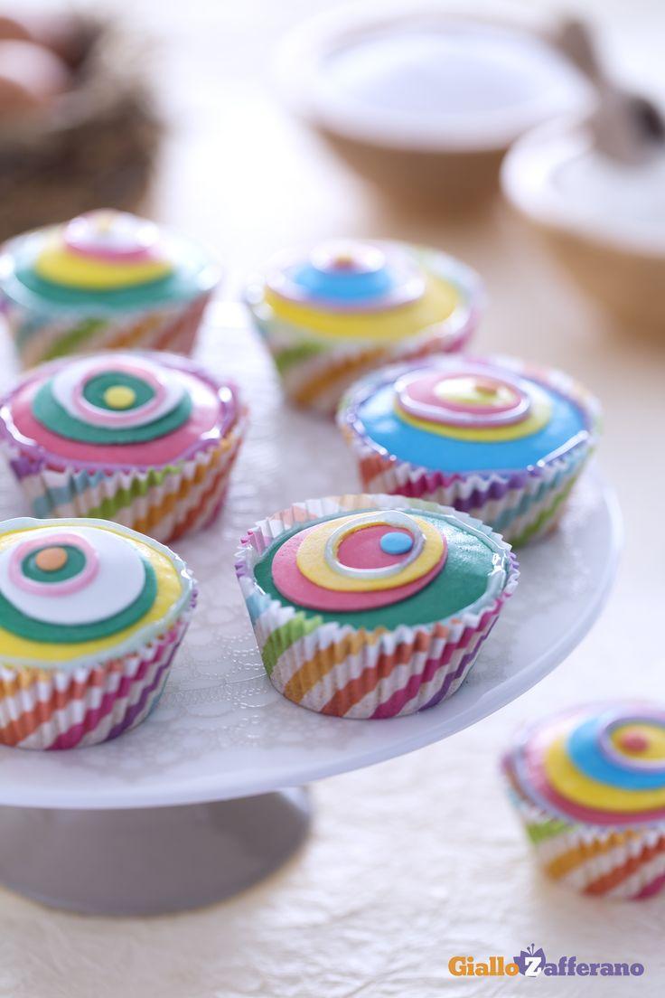 Cupcake di Carnevale: colori sgargianti, fantasie vivaci e geometrie che si intrecciano in puro stile optical!  [Carnival cupcakes]