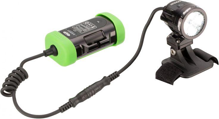 Eine Lampe für jeden Einsatzzweck: die Vision R4+ LED Helmlampe von Hope Zwei Dimmstufenbereiche mit jeweils 3 Dimmstufen ermöglichen Dir die Lichtleistung auf das jeweilige Terrain anzupassen. Zusätzlich wird der Bedienknopf je nach Dimmstufen...