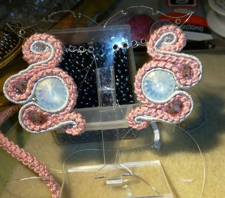 Le mie creazioni orecchini con cordoncino fatto con uncinetto