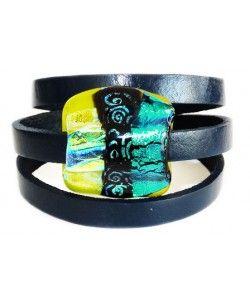 Blauwe leren armband met blauw-groen dichroide glazen kunstwerkje! (wikkelarmband)