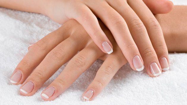 Suas unhas estão descamando? acabe com isso já! http://www.feminices.blog.br/unhas-adeus-descamacao/