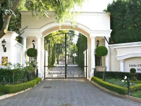 Beautiful front stand in Bryanston of about 1000sq meters is available in a very prestige sought after Little Chelsea Estate in the heart of Bryanston. Close to Bryanston Country Club.