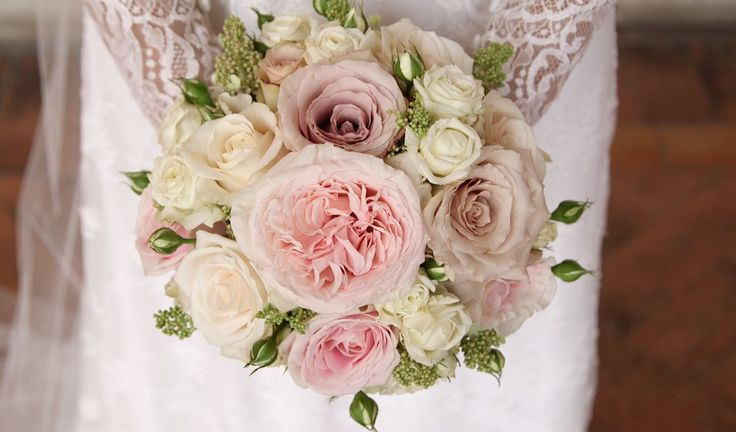 The #bouquet was so #romantic with different kind of #roses